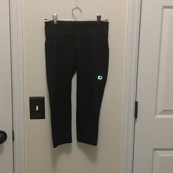 Black Aeropostale capri leggings